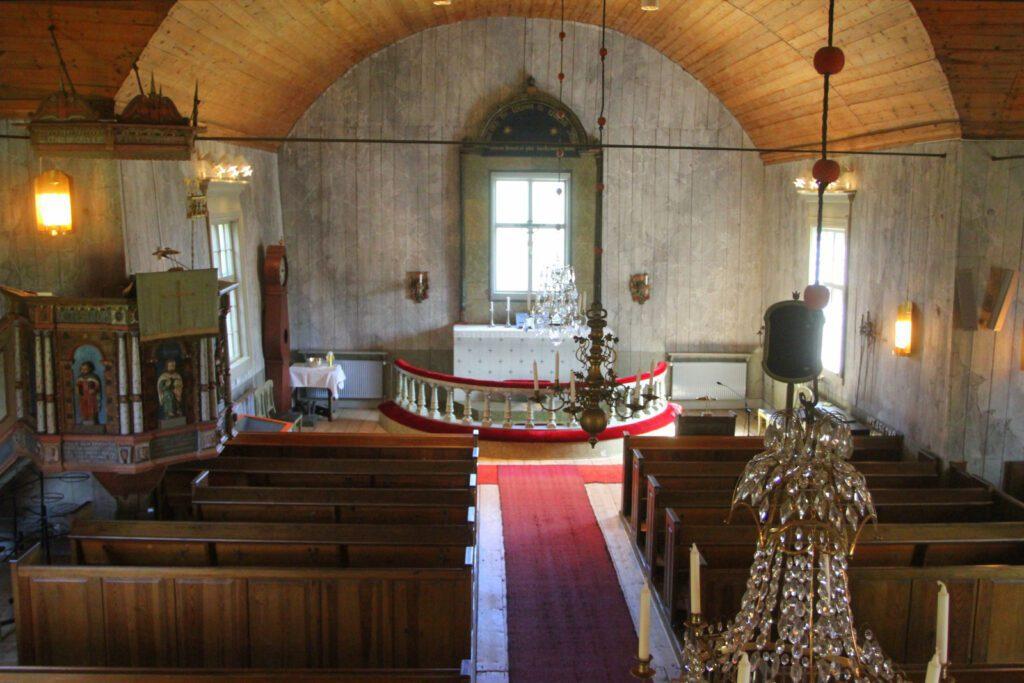 Yleiskuva Merimaskun kirkon kirkkosalista.
