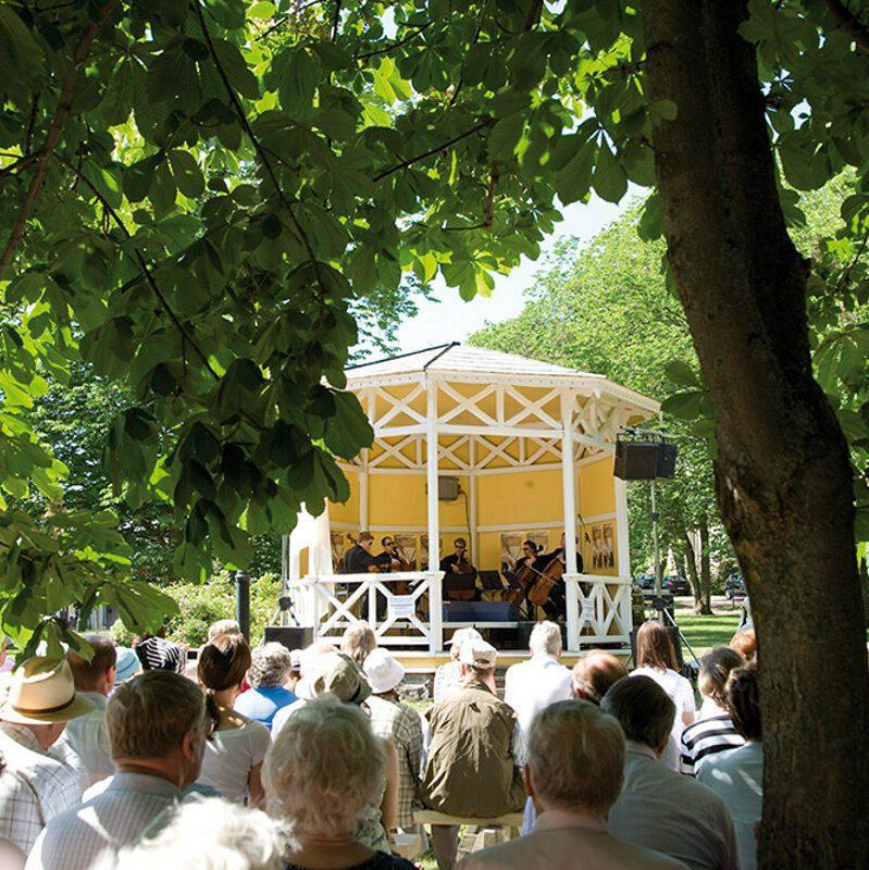 Konsertti puistossa