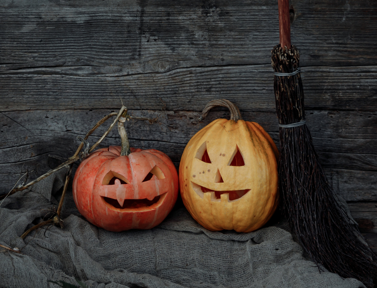 Kaksi Halloween-kurpitsaa, Amandiksen hirveä illallinen.