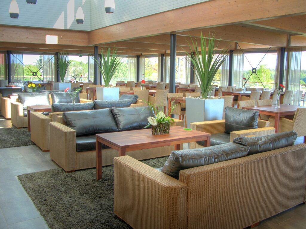 Kultaranta Resortin klubirakennuksen ravintolasali.